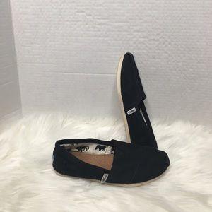 Toms black canvas shoes size 5